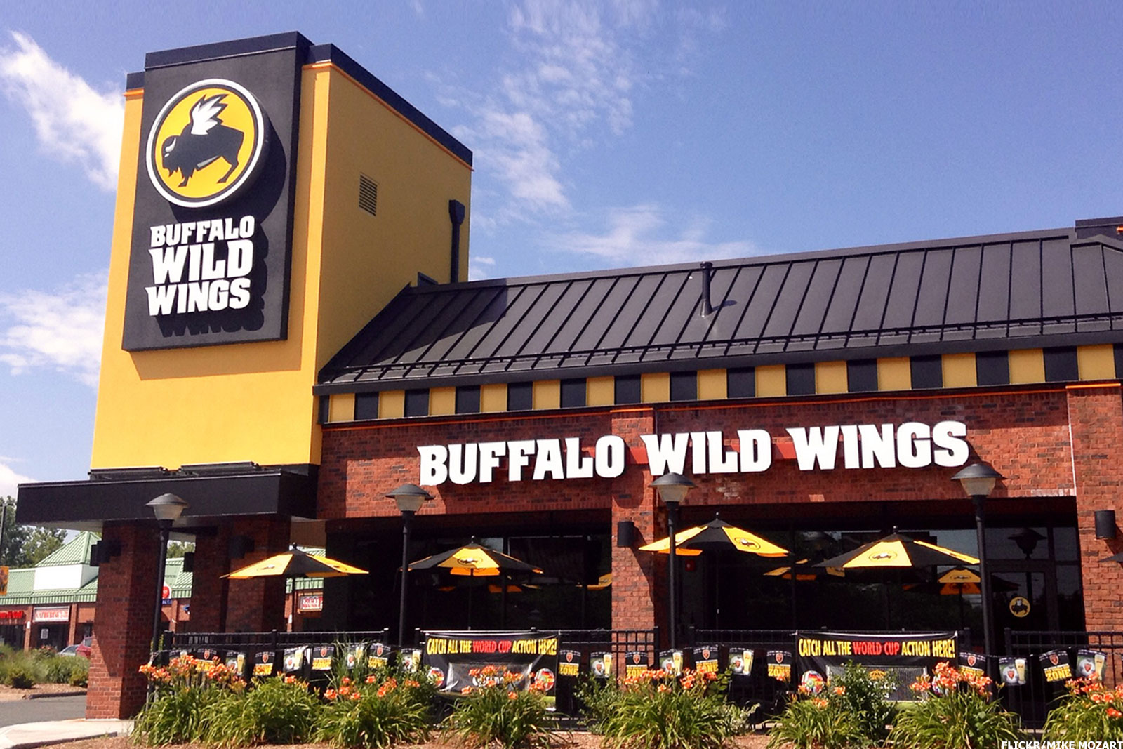 buffalo-wild-wings-outside-3